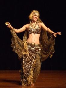 Melina in Gypsy splendor at Belly Dance Magic 2007 206R