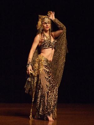 Melina in Gypsy splendor at Belly Dance Magic 2007 210R