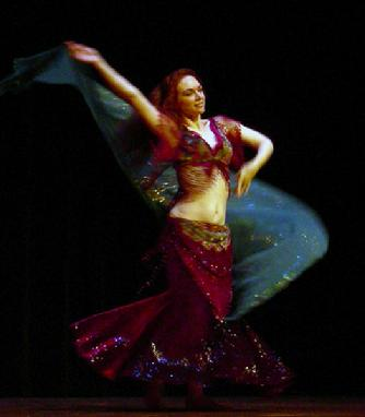 Piper's lyrical and dynamic veil dancing at Belly Dance Magic 2007 3050D